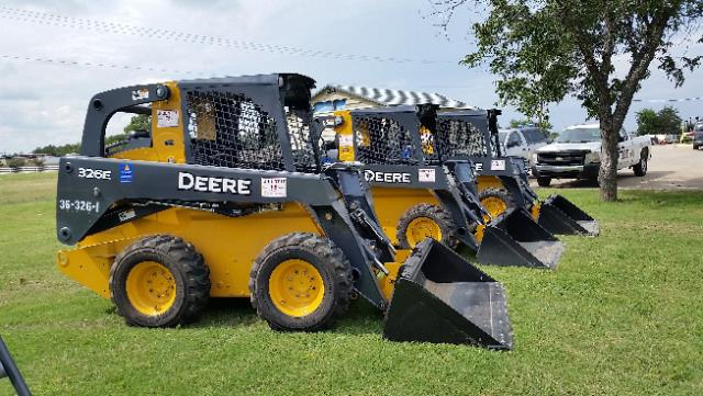 Where to find LOADER SKID JOHN DEERE 326E in Terrell